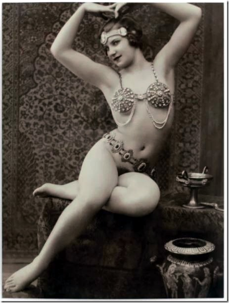 victorian-vintage-nude-postcard-posing-lady-erotic-french-posters
