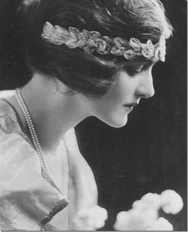 viktorian-aera-women-lily-elsie