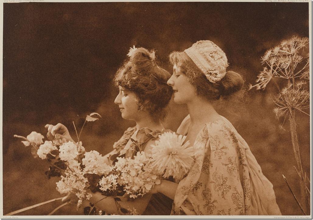 puyo-zwei-frauen-mit-blumen-1902-mkg