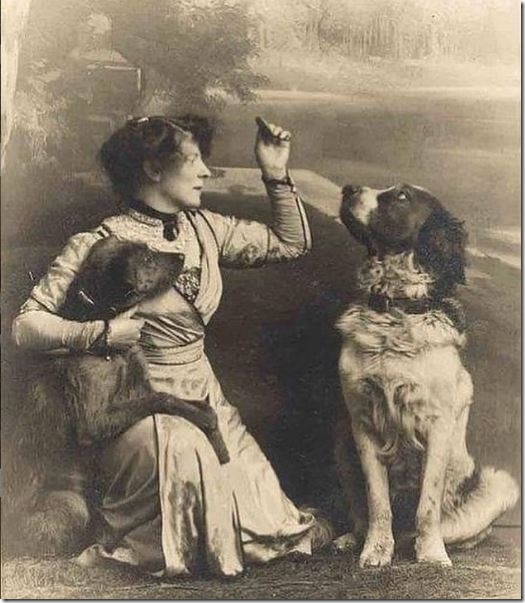 lady-with-her-2-dogs-1900