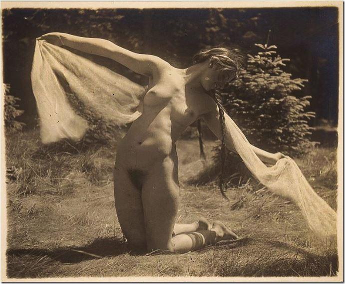 magnus-wiedman-1925-alles-an-mir-ist-rund